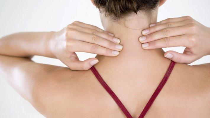 Показываю как самостоятельно снять перенапряжение мышц шеи и устранить боль. Это просто!