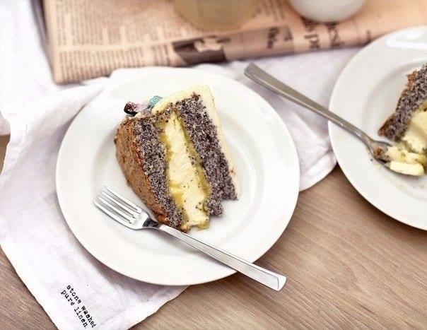 Очень красивый торт с маком. Гости будут в восторге!