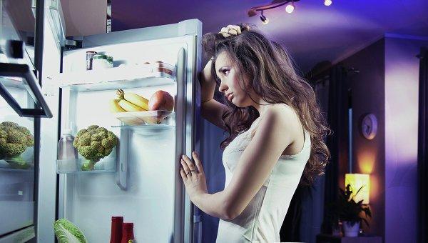 Она случайно закрылась в холодильнике. Но потом случилось ЭТО!