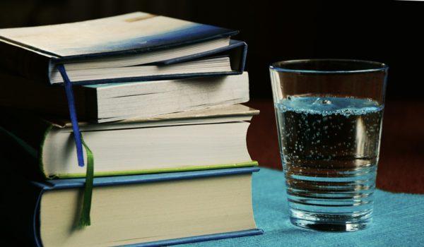 Нужно ли пить тёплую воду по утрам? Что об этом думают врачи