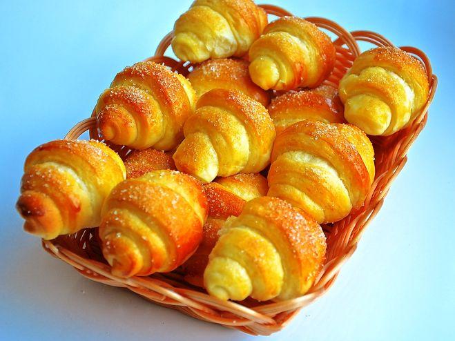 Рецепт дня — сладкие рогалики с обалденно вкусного теста! Всего 4 простых ингредиента!