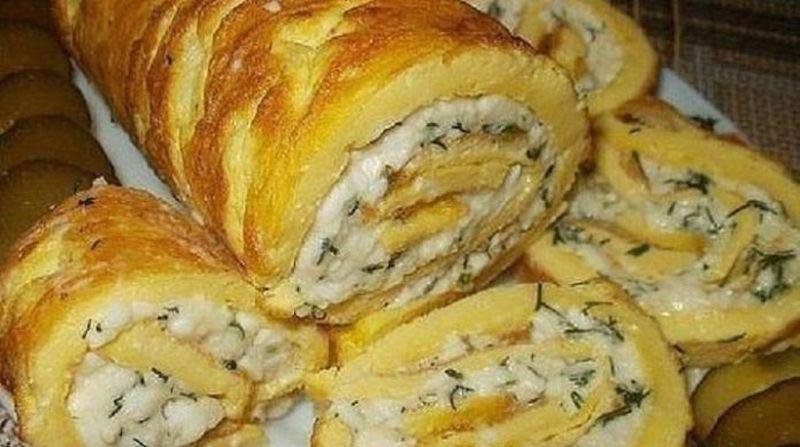 Рулет из омлета с плавленным сыром: пошаговый рецепт вкусного завтрака