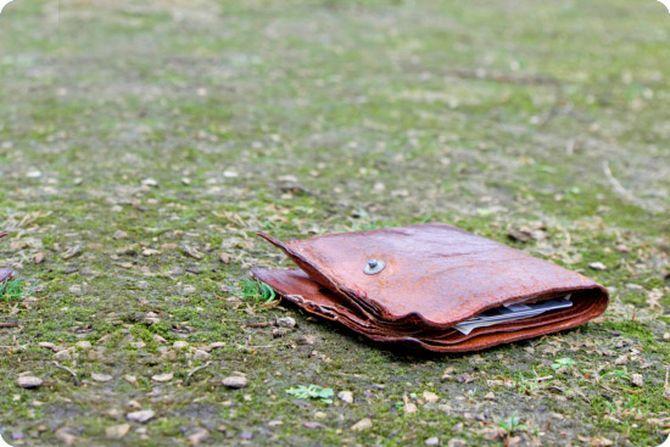 Парень нашел брошенный кошелёк. Но он не ожидал что из этого выйдет…