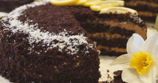 Супер вкусный шоколадный торт на кипятке с карамельным кремом