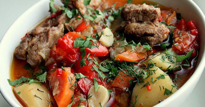 Одно из самых ленивых блюд армянской кухни. Никогда не задерживается в холодильнике!