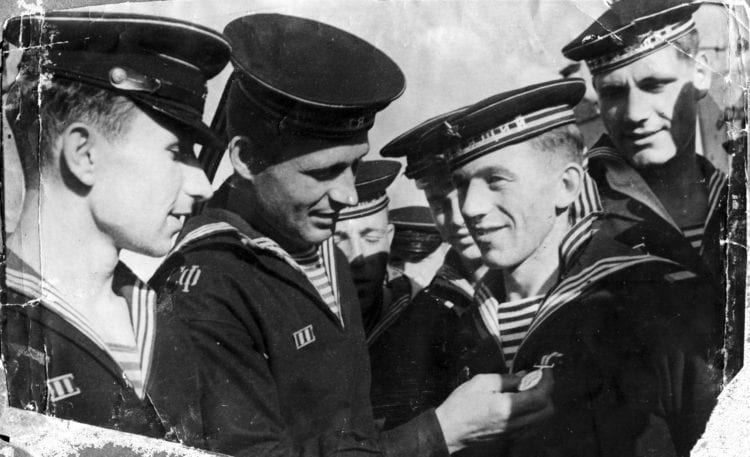 Он звал её своей «жемчужиной» и обещал увезти в Москву. Как первая и последняя любовь к моряку разбилась о камни Черного моря.
