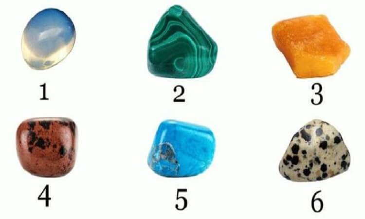 Выберите камень — и узнайте, что вас ждет в этом месяце