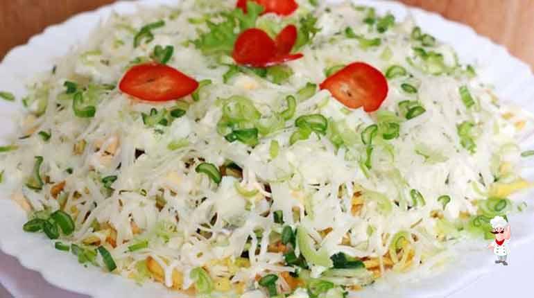 Салат с жареной картошкой-соломкой