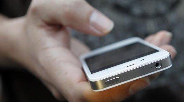Эксперт по ИТ-безопасности Игорь Ашманов: заклейте камеру телефона!