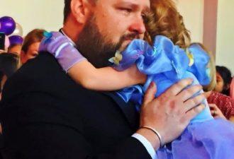 Зная, что это последний день рождения дочери, родители устроили для нее грандиозный праздник!