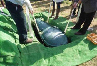 Муж хотел, чтобы его похоронили со всеми деньгами. И вот, что сделала хитрая жена