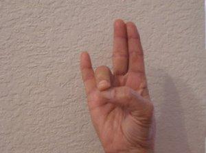 Подержите руку в этой позиции и вы удивитесь результату!