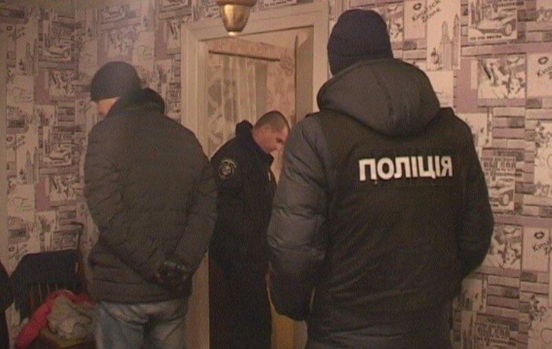 Украина в шоке: мать оставила детей дома на 9 дней ради любовника — мальчик умер, девочку спасают