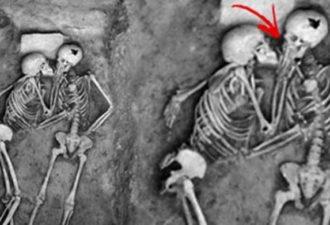 Вместе в бесконечность: Эта влюбленная пара уснула вечным сном в объятиях друг друга