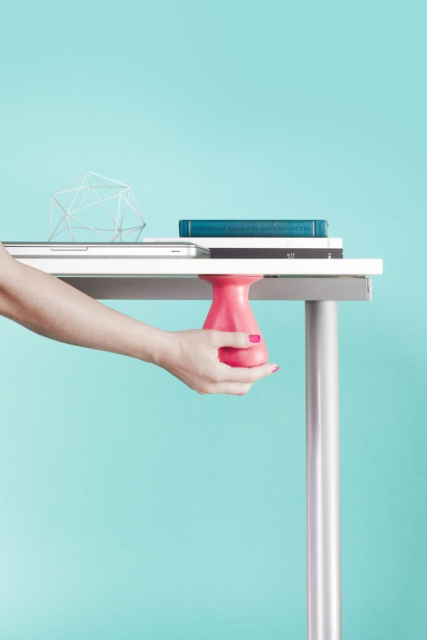 Компания создала аксессуар для снятия стресса на работе. Как вам такое?