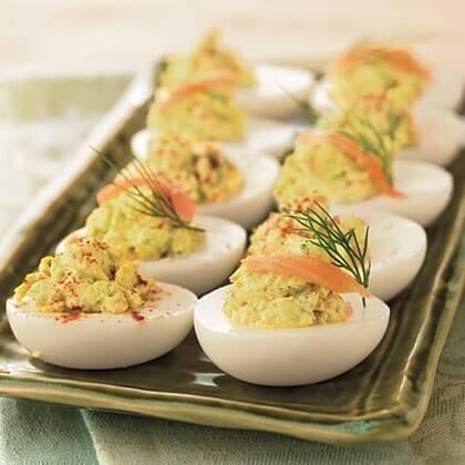 Фаршированные яйца станут настоящим деликатесом с правильной начинкой!