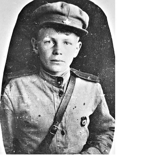 Он сбежал на войну в 11 лет : грудью ложился на пулемет, дважды его хоронили заживо. Что с ним сейчас?