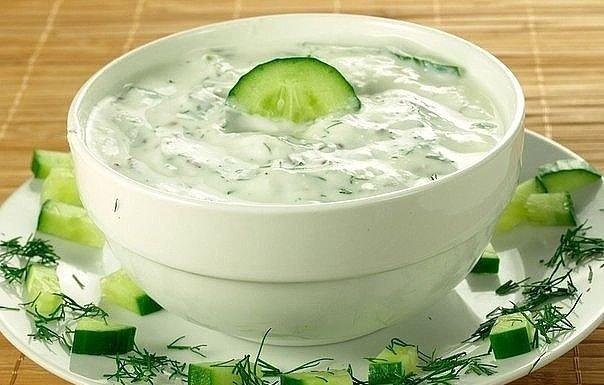 Сливочно-огуречный соус вместо майонеза! Изумительно вкусный и простой в приготовлении!