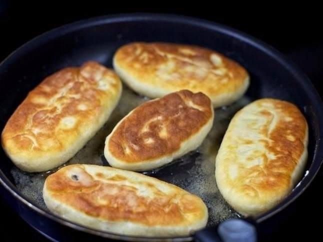 Быстрые пирожки на кефире с яйцом и луком — готовятся и съедаются моментально!