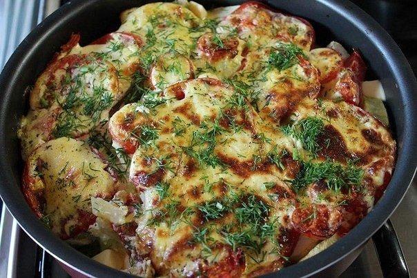 Вкуснейшие молодые кабачки, запеченные с картофелем и помидорами под необычным соусом