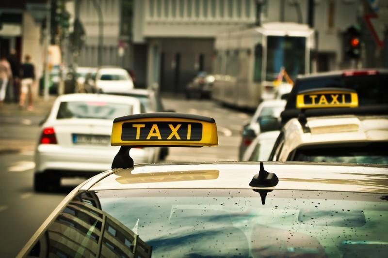 Таксист не дождался пассажира и позвонил в дверь. То, что случилось потом, изменило его жизнь навсегда.