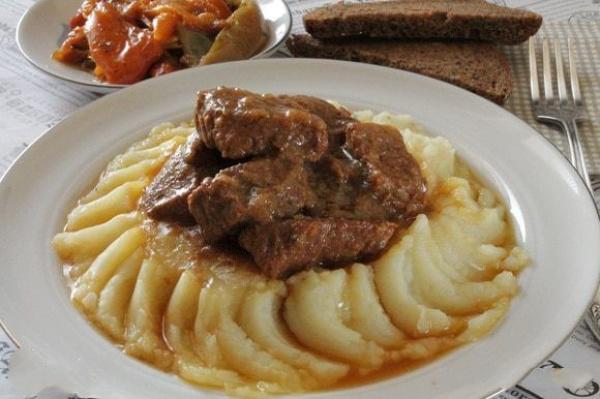 Мясо по-еврейски — очень нежное, ароматное и невероятно вкусное!