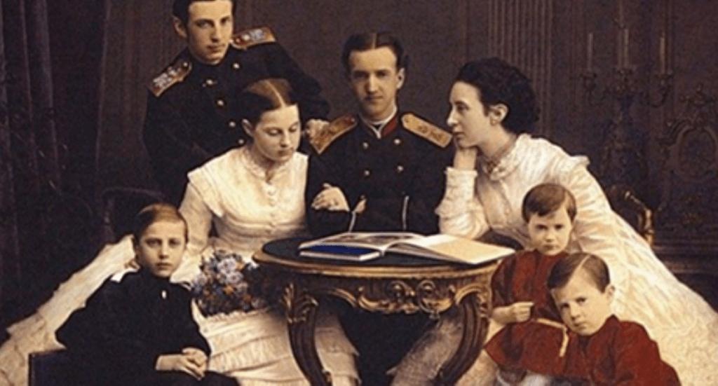 Эту историю Романовы тщательно скрывали — позор для царской семьи!