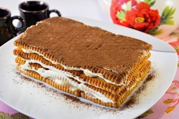 Первоклассный торт из печенья с бананом на скорую руку