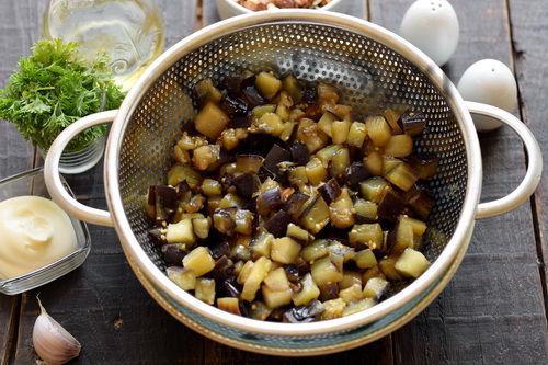 Обалденный салат «Лора» с баклажанами, помидорами и чесноком. Очень вкусный, простой и быстрый!