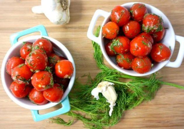 Пикантные малосольные помидоры с чесноком и укропом в пакете. Супер рецепт!