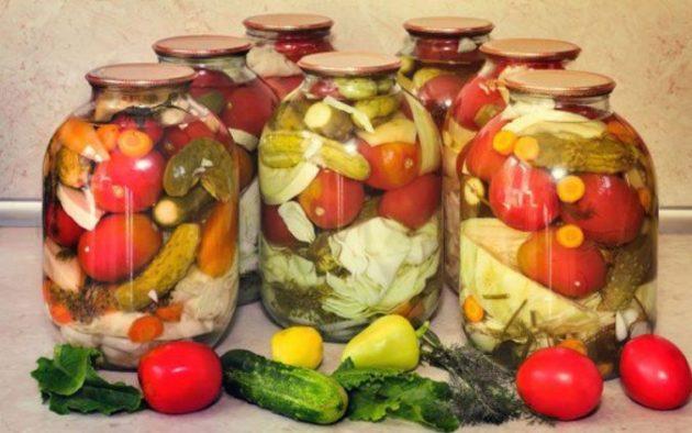 Закатываю каждый год такое овощное ассорти - вкуснейшая красотища получается!