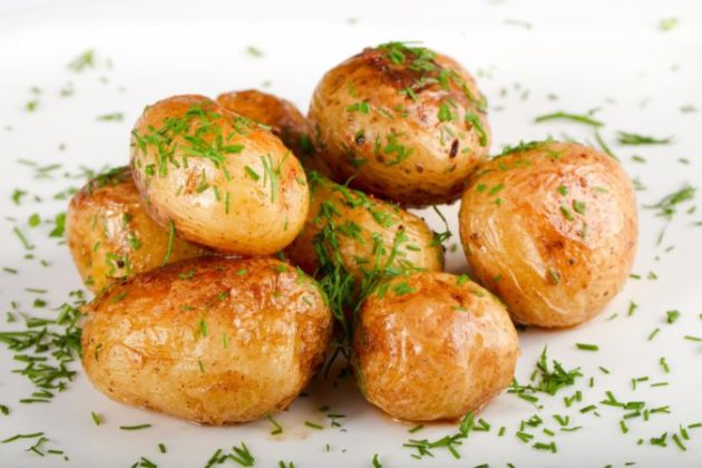 Этот простой рецепт русской кухни — самый лучший вариант приготовления молодого картофеля