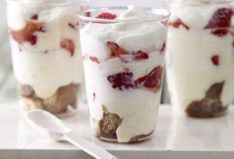 Обалденный летний творожный десерт с клубникой и кофе. Наслаждение!