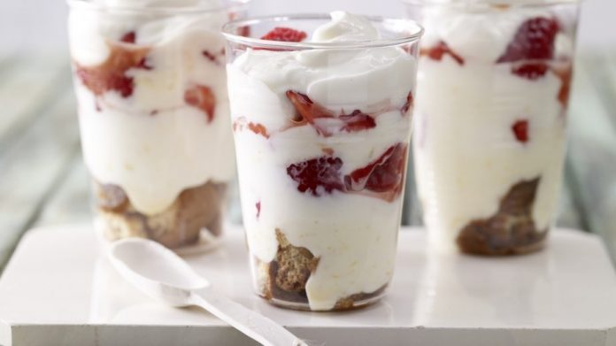 Обалденный летний творожно-кофейный десерт с клубникой. Сплошное наслаждение!