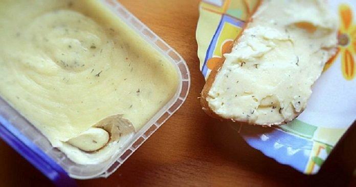 Эта творожно-масляная намазка на хлеб даст фору ресторанным деликатесам. Готовить проще простого!