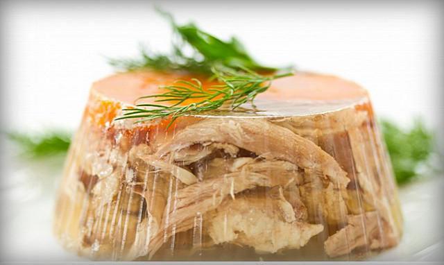 Просто отварив мясо хороший холодец не получишь. 16 советов для приготовления супер холодца!