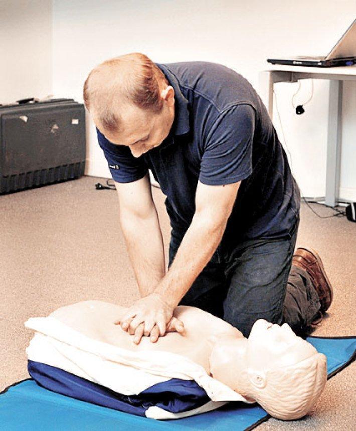 Внезапная остановка сердца: правила оказания первой помощи