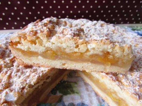 Этот невероятно нежный лимонно-яблочной пирог сразит наповал ваши вкусовые рецепторы с первого кусочка!