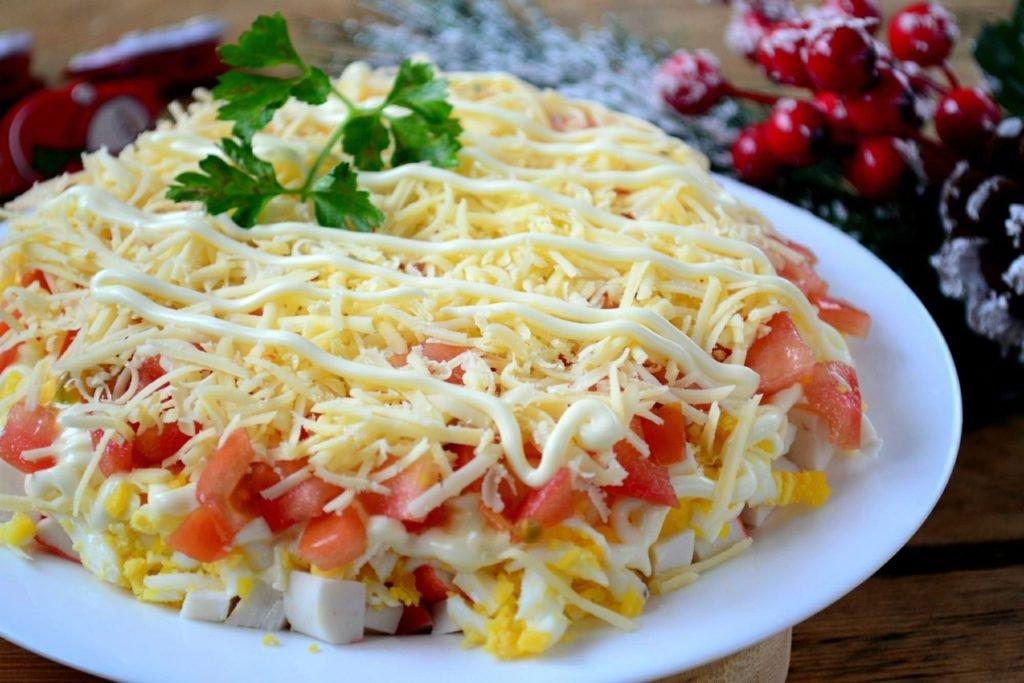 Cлоеный салат с крабовыми палочками