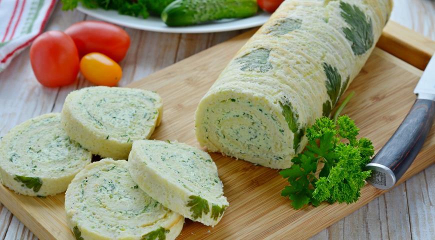 Кабачковый рулет с творожным сыром