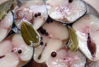 Маринованная скумбрия по-новому. Вкуснее любой красной рыбы!