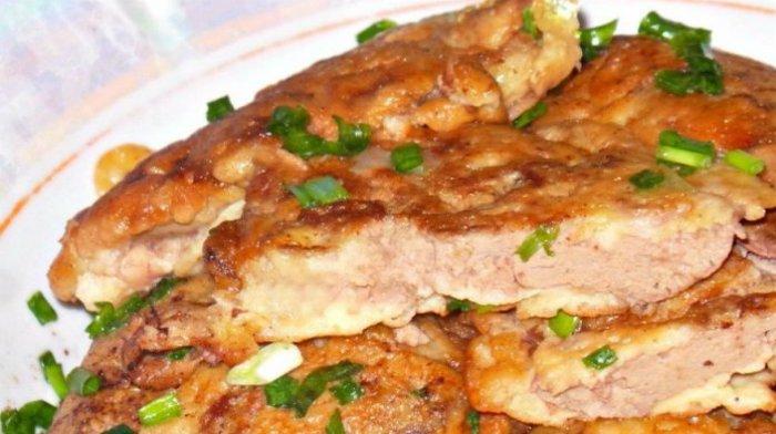 Печень в сметанно-чесночном кляре - очень сочное блюдо