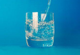Зачем пить тёплую воду по утрам?