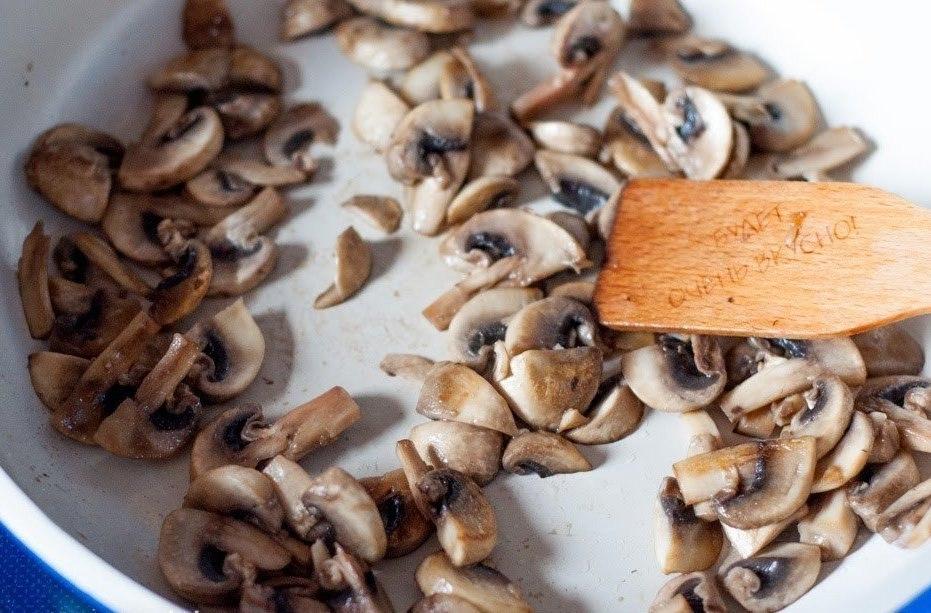 Запеченная картошечка с грибами и сметаной