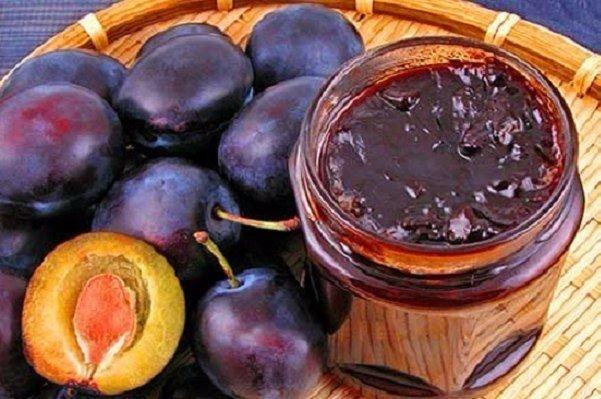 Невероятное вкусное варенье с манящим ароматом корицы и орехов, напоминает по вкусу конфеты.