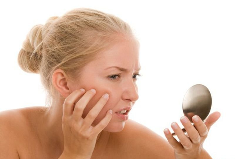 Приготовьте эту яичную чудо-маску в домашних условиях и забудете не только о черных точках на лице, но и усиках над верхней губой