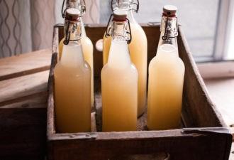 Приготовьте свое собственное имбирное пиво: оно ПОМОЖЕТ ИЗЛЕЧИТЬ артрит, БОЛЬНОЙ желудок, СНИЗИТЬ УРОВЕНЬ холестерина и ВЫСОКИЙ УРОВЕНЬ сахара в крови!