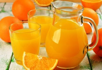 Берём 4 апельсина и получаем 9 литров натурального сока! Всё гениальное просто!
