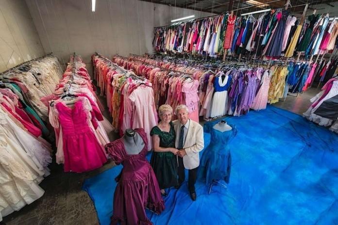 У этой женщины 55 тысяч платьев. И все это ей подарил любимый муж за 56 лет совместной жизни!