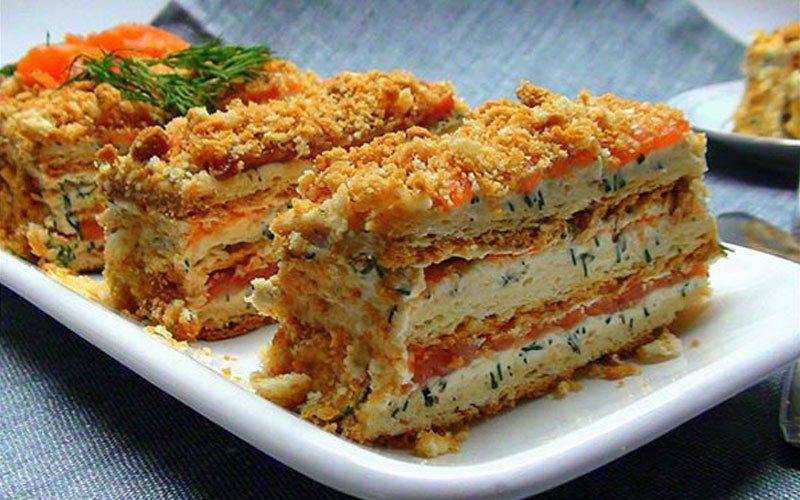Закусочный пирог с рыбой и сыром